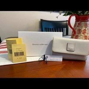 Dooney & Bourke Florentine Flap Wallet (Ercu)